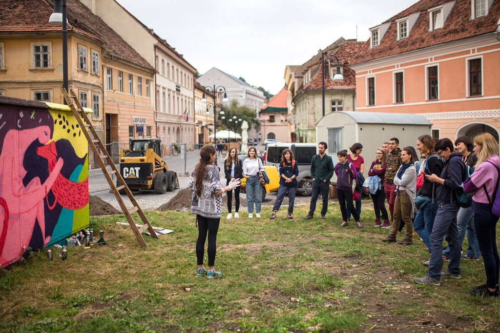 Un-hidden Romania - street art tour in Brașov